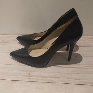 🌸 Beautiful black shoes by Michael Kors 🌸🌸